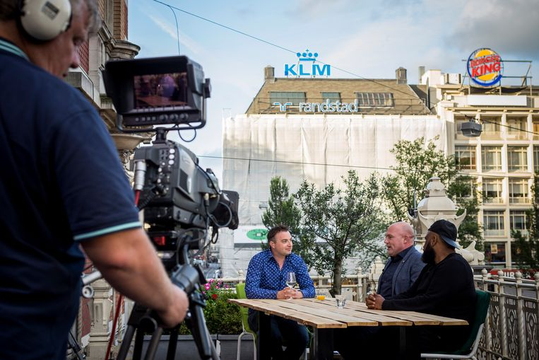 Opnames voor het AT5-programma De zwoele stad in 2016. De gemeente zou van AT5 een volwaardige regionale omroep moeten maken. Beeld Rink Hof