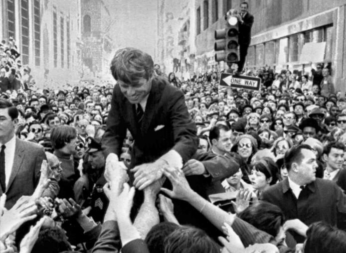 Robert F. Kennedy op verkiezingscampagne in 1968.