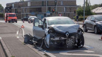 Lichtgewond bij ongeval met vluchtmisdrijf aan 't Strop