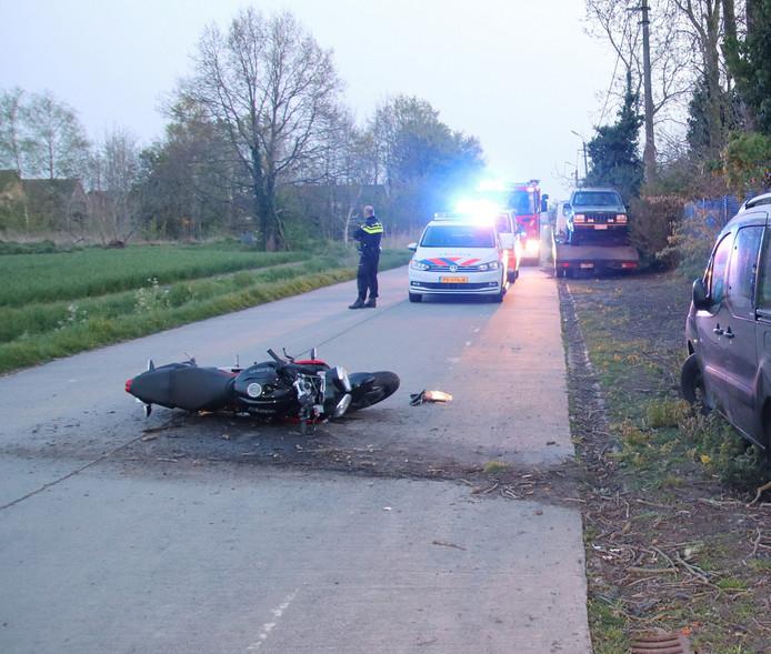 Het is niet duidelijk waardoor de motorrijder ten val kwam.