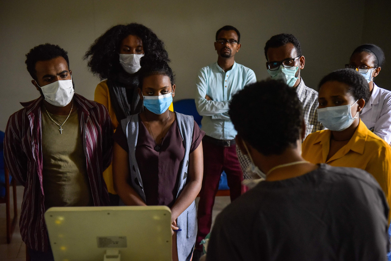 Medisch personeel in Addis Abeba, Ethiopië, krijgt extra training in verband met covid-19. Beeld AFP