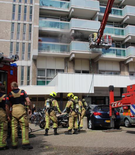 Woningen flatgebouw Forellendaal ontruimd nadat droger in de fik vliegt