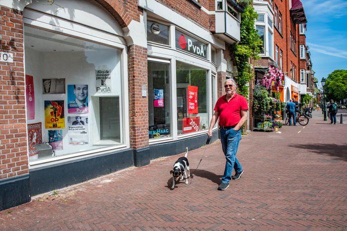 Het kantoor van de lokale afdeling van de PvdA aan de Stationsweg in Den Haag. Binnen het bestuur is grote onvrede over de koers van de partij. 'De gewone man zie je hier niet meer'.