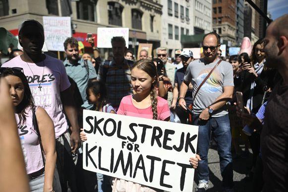 Greta Thunberg tussen duizenden betogers in New York.