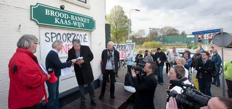 'Afsluiten spoorwegovergang moet in samenspraak met de buurt'