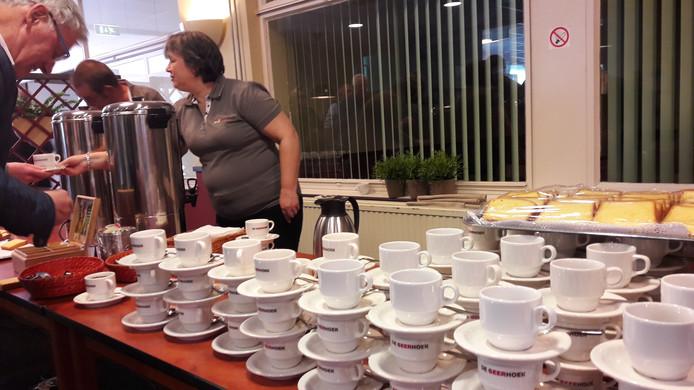 Bezoekers van de infoavond van ziekenhuis Bravis in De Geerhoek te Wouw werden maandag onthaald met koffie en cake.