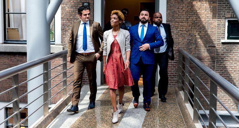 Sylvana Simons in het gebouw van de Tweede Kamer, met Tunahan Kuzu en Selcuk Ozturk (rechts). Beeld anp
