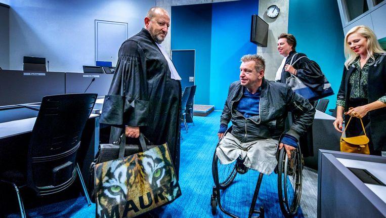 Rob Scholten met zijn advocaat in de rechtbank. Beeld Raymond Rutting / de Volkskrant