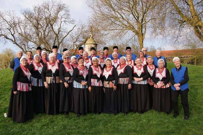 Het Schokkerkoor, waarvan het merendeel bestaat uit Schokker nazaten, geeft een optreden net over de provinciegrens.