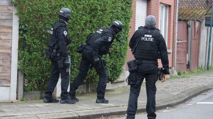Man die zich opsloot in woning samen met 14-jarige zoon verdacht van gewapende weerspannigheid