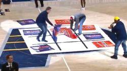 Kinderspel? Twee fans maken zich tijdens leutig intermezzo van NBA-match onsterfelijk belachelijk