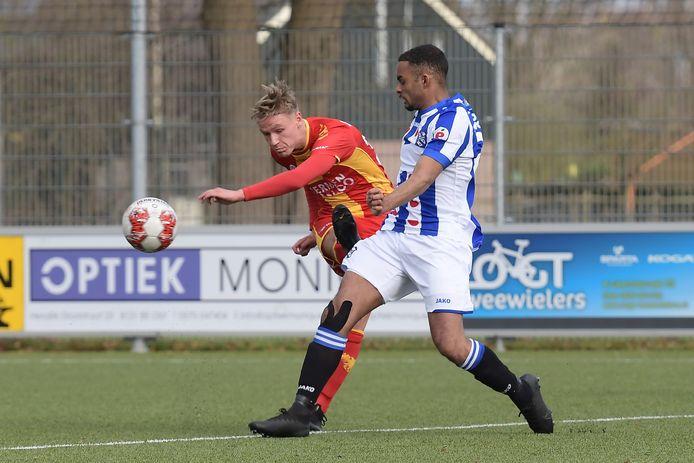 Jarno van den Bos - spelend tegen Heerenveen - gaat de beloften van Go Ahead Eagles inruilen voor vierdeklasser Helios.