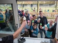Een sigaret opsteken is taboe in de Hollandsche Hoeve in Goes: 'Maar we sturen er geen boa's op af'