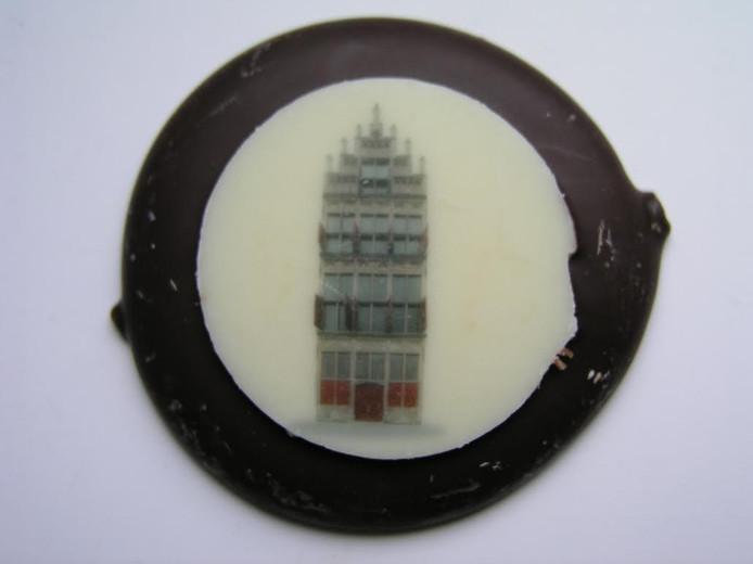 In de Kamper chocoladeflik is onder meer het Gotisch Huis aan de Oudestraat afgebeeld.