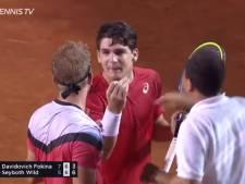 Clash, services à la cuillère, chute: un match de tennis complètement fou au Rio Open