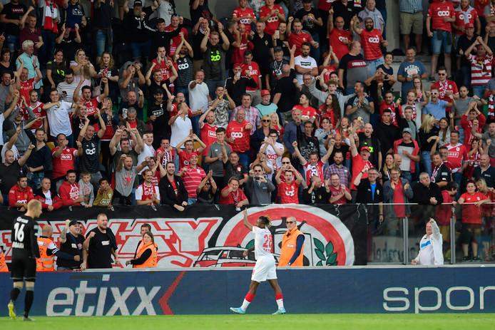 Un but, un assist, un but provoqué: gros match de Samuel Bastien au coeur de l'entrejeu du Standard.