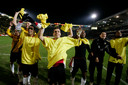Stam, Penders, Ammi, Lurling, Elshot, Molhoek en Idabdelhay vieren de 4-2 winst op Ajax