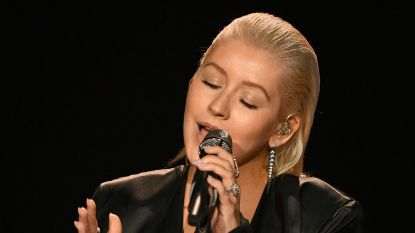 Christina Aguilera brengt eerbetoon aan Whitney Houston