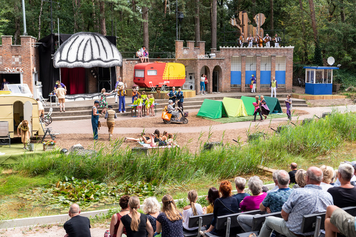 De Premiere van 'Gelukkig maar dan anders' op camping De Mossel.