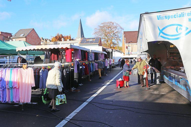 De wekelijkse markt op de Hopmarkt in Asse.