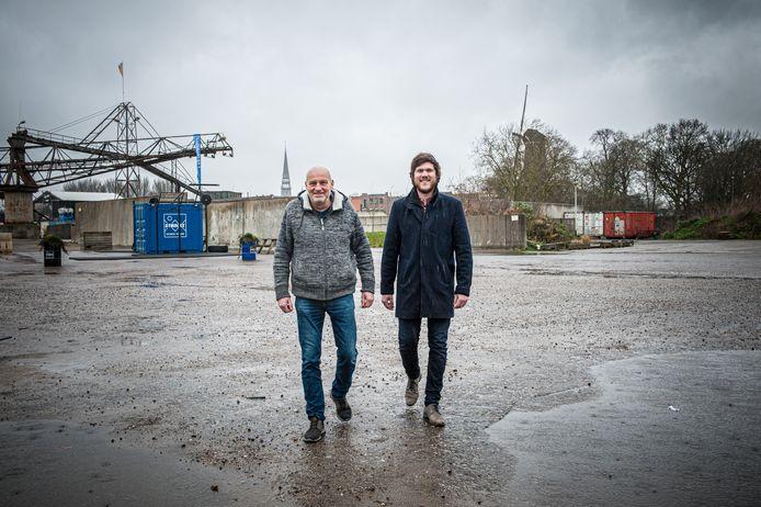 Gouda, Ruud Bakker (links) en Gerben Roskam zijn allebei fan van Pink Floyd en ze verheugen zich op de komst van het Pink Floyd Project XXL op het terrein van GOUDasfalt.