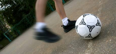 Stavenisser jongeren hebben het voor elkaar: 'hun' voetbalkooi wordt verlicht
