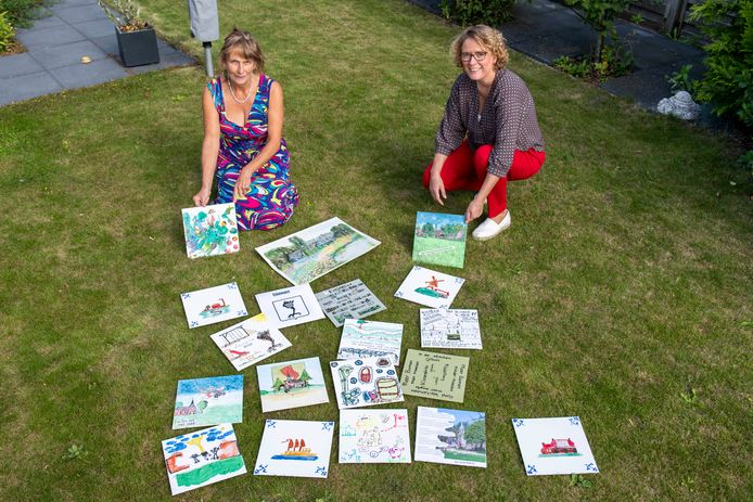 Jet Manrho (links) en Rosemarie Havinga tonen negentien geschilderde toekomstdromen voor Kleverskerke in 2050.