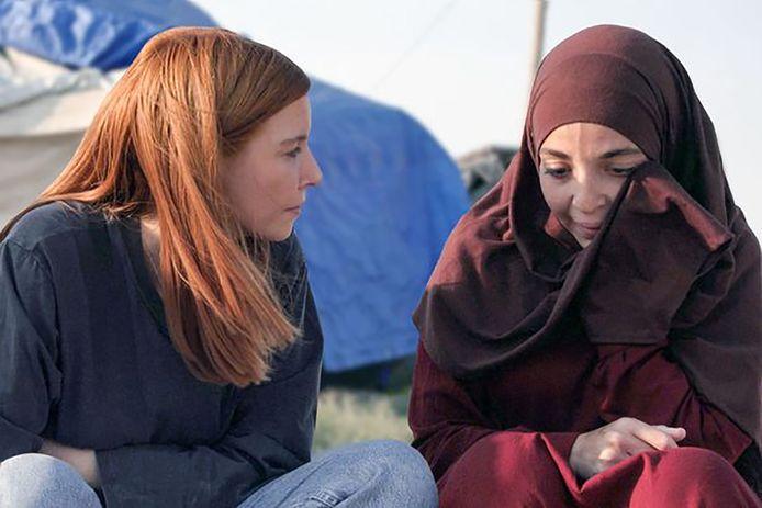 Hafida H. uit Delft (rechts) in een BBC-documentaire van vorig jaar