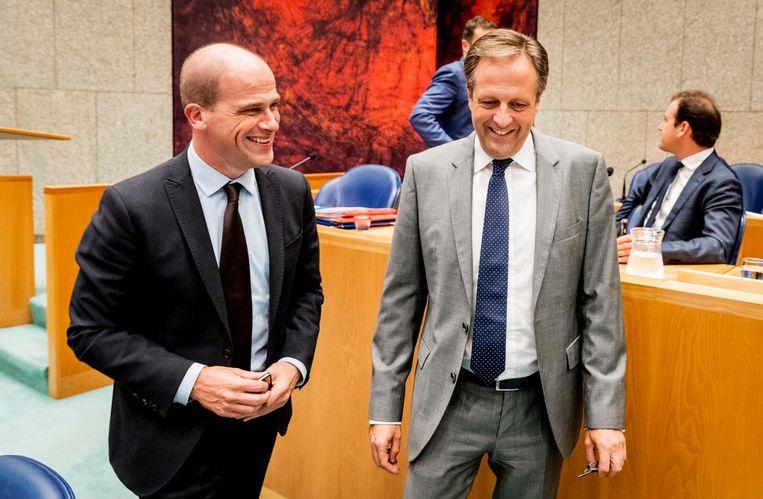 Diederik Samson (PvdA) en Alexander Pechtold (D66) tijdens de voortzetting van de Algemene Politieke Beschouwingen, 22 september 2016. Beeld anp