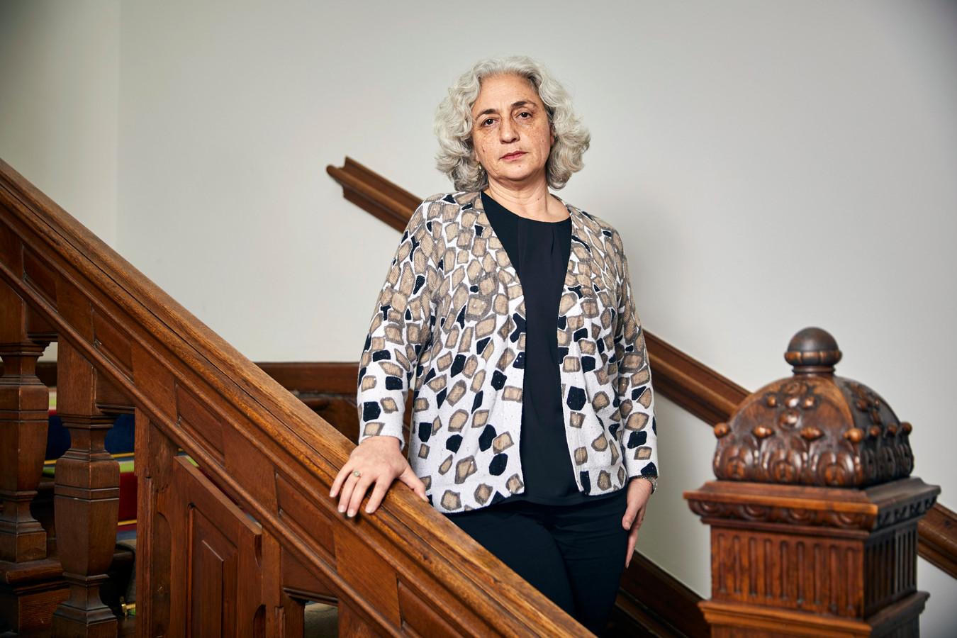 Portret Farah Karimi