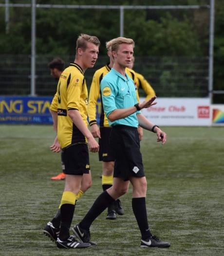 Scheidsrechter Max Wolfkamp uit Zwolle doet het: van de pupillen tot het KNVB-niveau