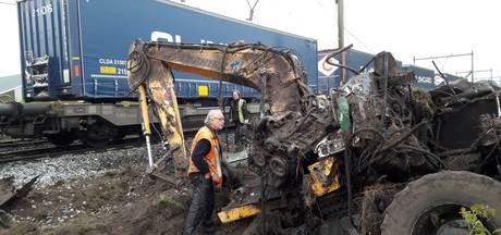 VIDEO: Trein botst op graafmachine in Deurne; geen gewonden