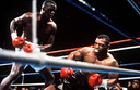 James Buster Douglas slaat Mike Tyson knock-out, in 1990.
