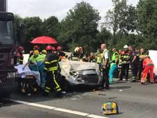 Verbijsterde motoragent bekeurt 28 bestuurders voor fotograferen ongeval