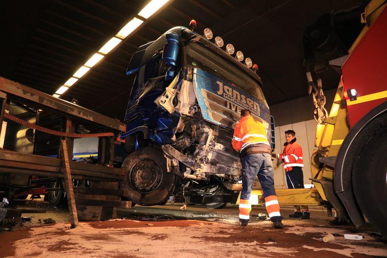 De trucker bleef als bij wonder ongedeerd.