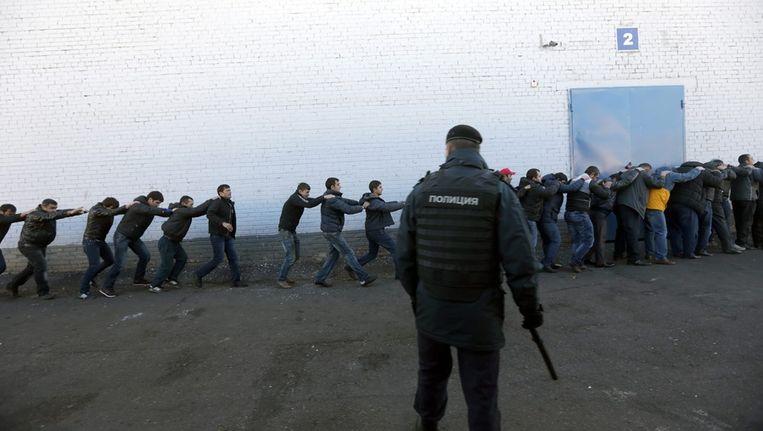 Maandag hield de Russische politie een razzia onder migranten in Moskou. Beeld epa