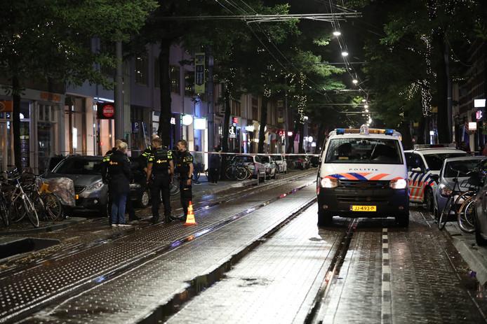 De politie bij de Nieuwe Binnenweg na de schietpartij.