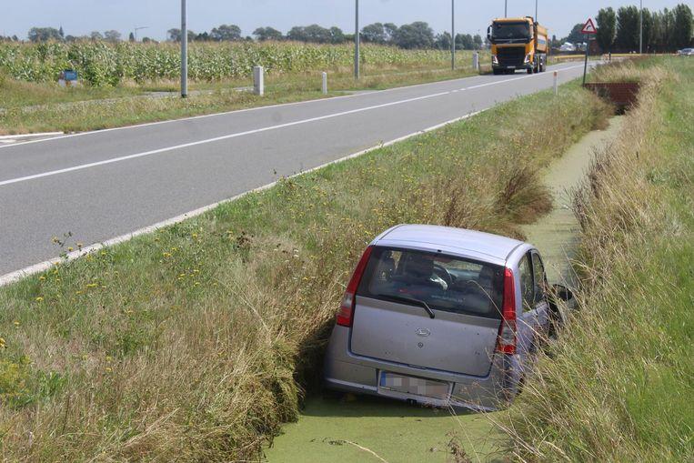 De deuren van de auto konden niet meer open en de bestuurster moest op hulp wachten.