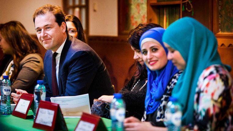 Minister Lodewijk Asscher van Sociale Zaken en Werkgelegenheid na aankomst voor een bijeenkomst met Contactorgaan Moslims en Overheid (CMO) in de Al-Kabir moskee. Beeld anp