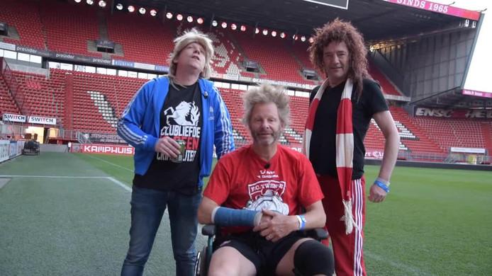 Het bestuur van fanclub Stokkum-Oost Laurens  - vln r Thijs Kemperink, Laurens Ten Den en André Manuel Thijs Kemperink - nam het initiatief van de theatershow.