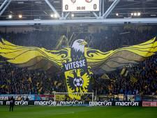 Fans zwaaien Vitesse vrijdagavond uit