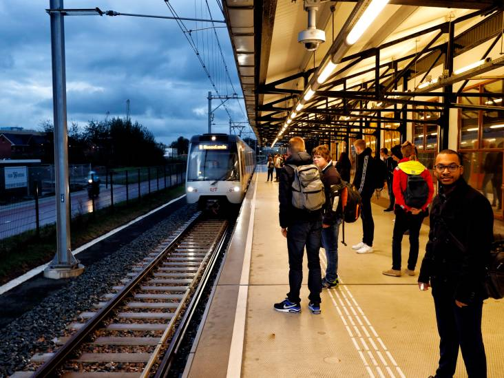 Hoekse Lijn al populair bij reizigers: aantal storingen is 'beperkt'