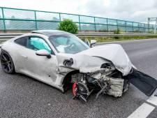 Man crasht met auto op A27, rijstrook dicht tussen Hank en Nieuwendijk