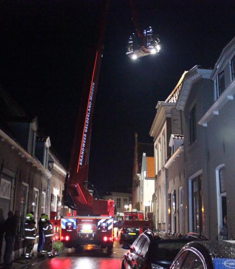 Brand in schoorsteen van monumentaal pand in Doesburg trekt veel bekijks