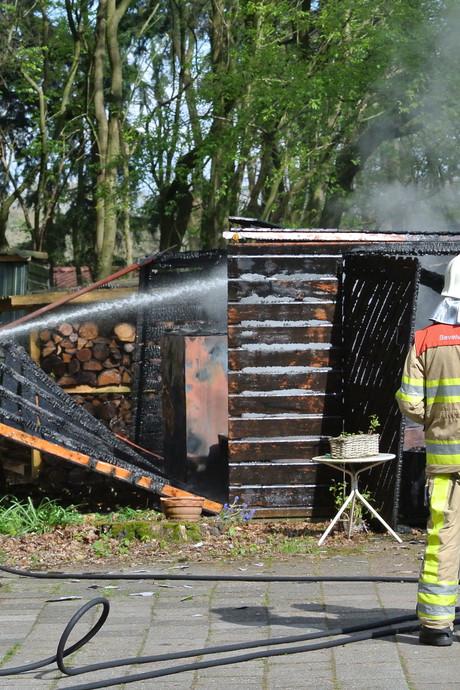 Starten grasmaaier pakt verkeerd uit, schuur brandt af in Dalfsen