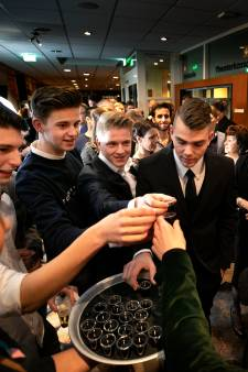 Daverend applaus bij uitverkochte première Van Zummere en nie Baang: 'Onwijs trots'