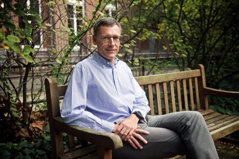 Holthof: 'Het is absoluut mogelijk dat dit vaccin niet werkt. Daarom moeten alle onderzoeksinitiatieven voldoende steun krijgen en delen we de kennis die met het Oxford-vaccin hebben vergaard.'