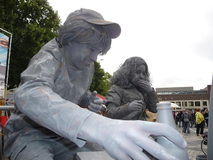 'Lazy Boy' was vorig jaar een van de acts op het Living Statues Festival in Oss.