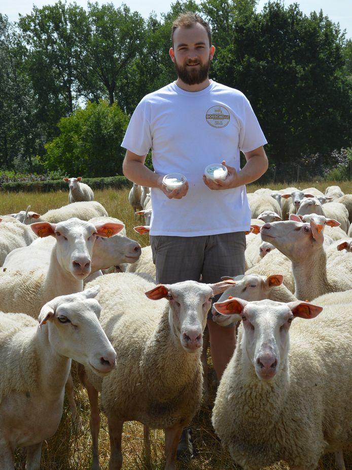 Laurens De Middeleer van schapenmelkerij Bosschelle in Denderhoutem (Haaltert) is met zijn Vlaamse schapenplattekaas finalist voor de nationale titel van Het Streekproduct 2019.