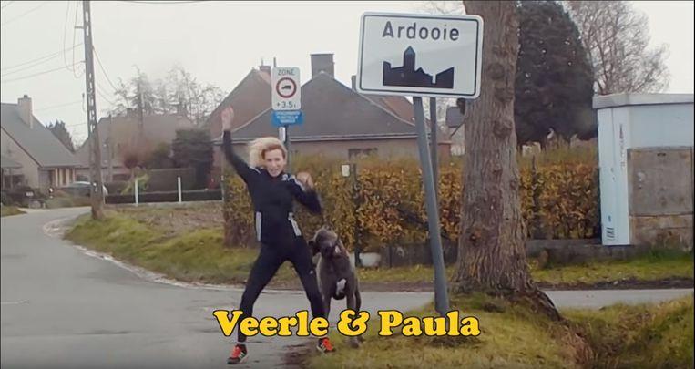 Veerle Dejaeghere en hond Paula haalden hun beste danspasjes boven voor de clip.